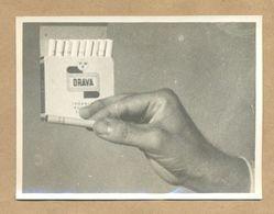 W22-Vintage Abstract Strange Art Photo Advertisement Snapshot Ex YU Drava Tabaco Cigarette Drava Box In Hand - Cycling