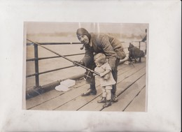 HELPING DAD SOUTHEND  SEA ANGLERS  FISHING COMPETITION  20*15CM Fonds Victor FORBIN 1864-1947 - Fotos