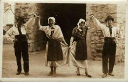 "04 - SISTERON Danseurs Folkloriques - Cachet ""Sisteron, Sa Citadelle Son Gibier Son Gateau"" - Sisteron"
