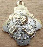 Mad-213 Médaille Ancienne Forme Croix Pius XII, Au Dos St Pétrus Et St Paulus - Bijoux & Horlogerie