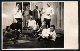 C6939 - Männer Beim Bier Trinken Vintage - Fotografie