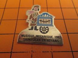 516B PIN'S PINS / Rare & Belle Qualité ! / Thème : MUSIQUE / ORGUE DE BARBARIE MUSIQUE MECANIQUE 1992 ST JEAN EN ROYANS - Musique