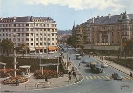 CPM. BELFORT . PLACE CARNOT+ NOMBREUX VEHICULES . AFFR AU VERSO LE 29-6-1972  . 2 SCANES - Belfort - City