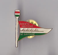 PIN'S THEME SPORT AVIRON CLUB DE BAYONNE - Roeisport