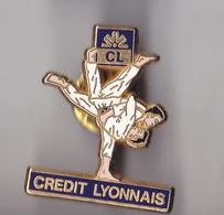 PIN'S   THEME SPORT  JUDO   SPONSOR CREDIT LYONNAIS  SIGNE DECAT - Judo