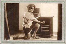 CPA - Photo érotique Femme Plus Ou Moins Nue, Légèrement Vêtue De Sous-vêtement Et Bas De Soie - Fotografie