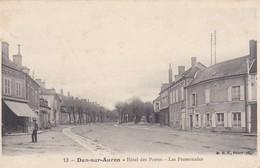 CPA DUN SUR AURON HOTEL DES POSTES LES PROMENADES - Dun-sur-Auron