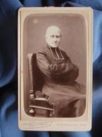 Photo CDV Pierre Petit à Paris - Prêtre, Curé Assis Bras Croisés, Religieux, Circa 1880 L454 - Fotos
