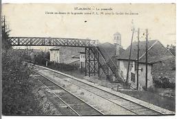 SAINT ALBAIN - La Passerelle . Elevée Au-dessus De La Grande Artère P.L.M. Pour La Facilité Des Pietons - Autres Communes
