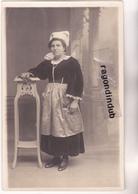 CPA PHOTO - COIFFE BRETONNE - Beau Portrait Anonyme De FEMME En Costume Et Coiffe Traditionnelle - Persone Anonimi