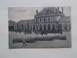 Carte Postale  - SEDAN (08) - Bahnof - Défilé Militaire (3053) - Sedan