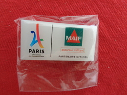 Pin's Paris MAIF Partenaire Officiel J O - Marcas Registradas