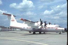 CANADIAN AIR FORCE  DASH 7   132002/    DIAPOSITIVE KODAK ORIGINAL - Diapositives