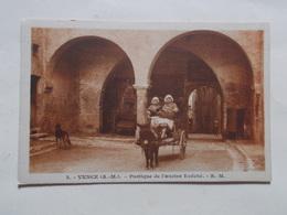 Carte Postale  - VENCE (06) - Portique De L'ancien Evêché - Attelage Ane (3074) - Vence