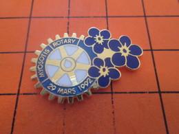 616a PIN'S PINS / Rare & Belle Qualité ! / Thème : ASSOCIATIONS / ROUE DENTEE ROTARY CLUB OPERATION MYOSOTIS - Associations