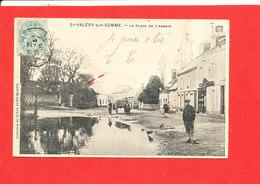 80 SAINT VALERY Sur SOMME Cpa Animée La Place De L ' Abbaye    Coll Bazar St Martin - Saint Valery Sur Somme