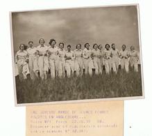 PHOTO 18 X 13 BANDE DE JEUNES FEMMES PILOTES EN ANGLETERRE , NYT PARIS 22.10.39 - Verso Tampon New York Times S A França - War, Military