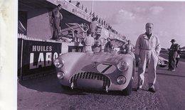Pilote Pierre Levegh Posant Prés De Son Bolide Talbot Lago T26GS - 24 Heures Du Mans 1953   - 15x10cms PHOTO - Le Mans