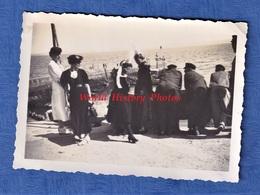 Photo Ancienne Snapshot - TREBOUL - Au Port - 1937 - Homme & Femme - Mode Robe Coiffe Folklore Bretagne - Bateaux