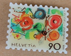 TINGUELY - META - TIMBRE SUISSE 90 CTS - 1988 - HELVETIA - STAMPED - STEMPEL - BRIEFMARKE - PIN'S -            (ROUGE) - Berühmte Personen