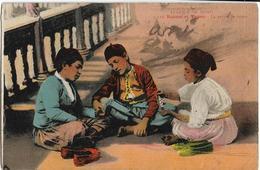ALGERIE  - SCENES ET TYPES - LA PARTIE DE CARTES - AFRIQUE DU NORD - Enfants Assis Au Sol - Carte Colorisée - Scènes & Types