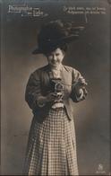 ! Alte Ansichtskarte Photographie Der Liebe, Fotoapparat, 1913 - Fotografie