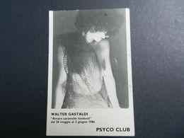 19944) CARTOLINA PUBBLICITARIA PSYCO CLUB PHOTO WALTER GASTALDI NON VIAGGIATA SCARABOCCHI AL RETRO - Artisti