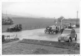 Photo - Photographie - Automobile - Département EURE (27) - Beuzeville 1964 - Pompe à Essence - 2cv Citroën - Automobiles