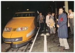 TGV Postal - Motrice à Quai Centre De Tri De Paris Charolais 1er Octobre 1984 - Trains
