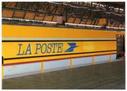 TGV Postal - Voiture à Quai En Gare De Lyon Montrochet - Trains