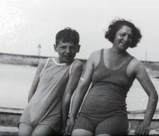 B&W Amateur Photo Girl Boy Beach Garcon Plage Large Format - Anonyme Personen