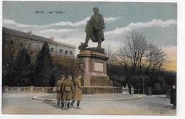 (RECTO / VERSO) METZ EN 1919 - LE POILU AVEC SOLDATS - CPA COULEUR VOYAGEE - Metz