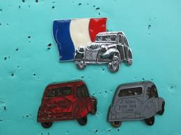 """Lot De 3 Pins  Citroen , 2 Cv , """" J'aime Pas Les Cons """" Et Drapeau Francais - Citroën"""