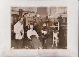 DENTISTA DENTIST AT LONDON DENTAL EXHIBITION  XRAY UNIT Dentiste  ZAHNARTZ   22*16CM Fonds Victor FORBIN 1864-1947 - Profesiones