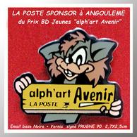 SUPER PIN'S BD-POSTE : Alph'art AVENIR Crée Par LA POSTE Au FESTIVAL D'ANGOULEME Prix De La Meilleure BD JEUNES 2,7X2,5c - BD