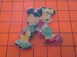 817 PIN'S PINS / Rare Et De Belle Qualité ! / Thème : DISNEY / GRAND PIN'S MICKEY ET MINNIE - Disney