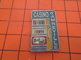 116B PIN'S PINS / Rare Et De Belle Qualité ! / Thème : JEUX / MACHINE A SOUS BANDIT MANCHOT CASINO D'AMNEVILLE - Jeux