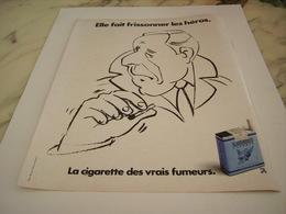 ANCIENNE PUBLICITE FAIT FRISSONNER LES HEROS CIGARETTE GAULOISE CAPORAL  1977 - Tabac (objets Liés)