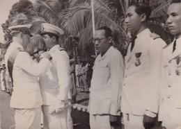 Cambodge Photo Battambang 1947 Remise Légion D'honneur Au Prince Tieu Long Gouverneur Des Provinces Rétrocédées Du SIAM - Guerre, Militaire