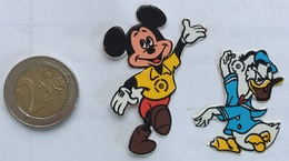 (1) Sticker - Autocollant -  Micky Mouse & Donald Duck - Vignettes Autocollantes