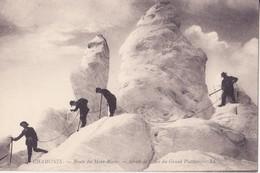 CPA -  7. CHAMONIX  -  ROUTE DU MONT BLANC - SERACS DE GLACE DU GRAND PLATEAU - Chamonix-Mont-Blanc
