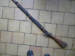 Fusil Africain , Longueur 154 Cm , Décor Clous Laiton Et Cuir - Sammlerwaffen