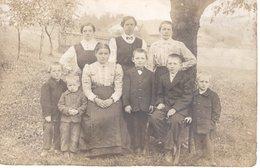 Gruppenfoto Frauen Und Kinder Im Garten - Leider Unbekannt - Fotografie