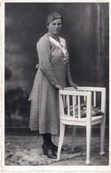 Kabinettfoto Studiofoto - Frau Stehend Mit Stuhl - Ca 1930-40 - Fotografie