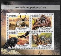 MOZAMBIQUE  Feuillet N° 7226/29  * *  ( Cote 17e ) Animaux En Danger Gorille Vautour Oiseaux Loups Antilope - Eagles & Birds Of Prey