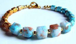 Bracelet Artisanal, Bracelet Verre, Bijou De Créateur, Perles Cubes, Cubes Facettés, Bleu Doré, Achat Solidaire - Bracelets