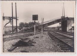 CHALINDREY (HAUTE MARNE) :  PONT DU CHEMIN DE FER BOMBARDE LE 13 JUILLET 1944 - PHOTO 17 CM X 12 CM - RARE - 4 SCANS - - Guerre, Militaire