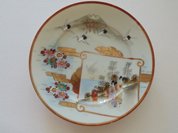 "Japan Porcelain Plate With Gold Decoration And Signature, ""MM"" Monogram Meiji Era Kutani Or Arita - Céramiques"