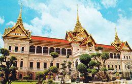 1 AK Thailand * The Royal Grand Palace Chakri And Dusit Maha Prasadh Throne Halls Im Großen Königspalast Von Bangkok * - Thaïland