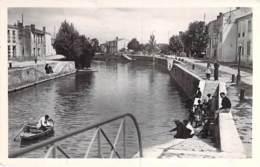 17 - MARANS : La Cale De La LAITERIE ( Industrie Usine ) - CPSM Photo Noir Blanc Format CPA - Charente Maritime - Altri Comuni